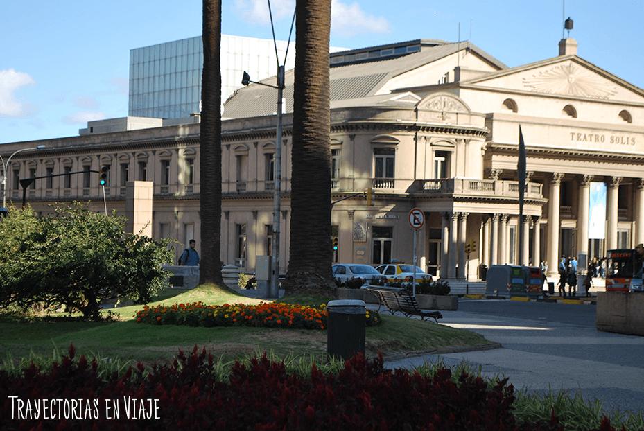 Teatro Solís desde Plaza Independencia. Montevideo Uruguay