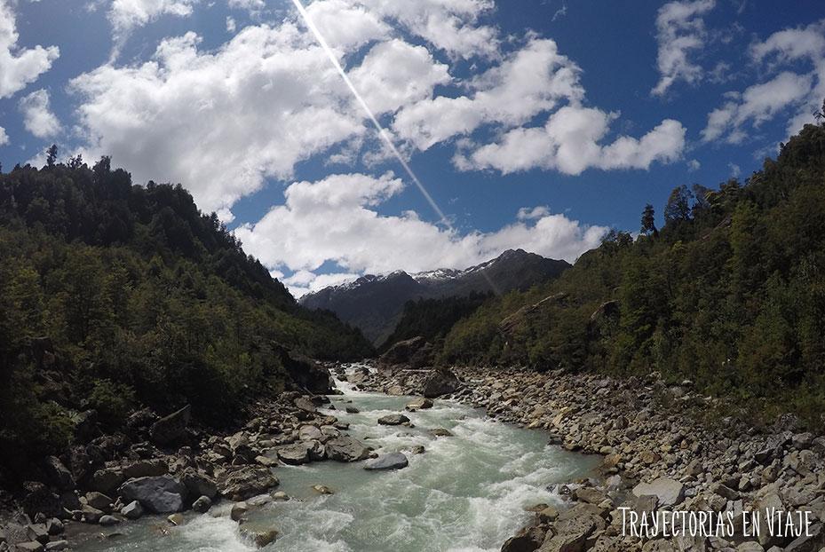 Río Queulat desde el puente colgante