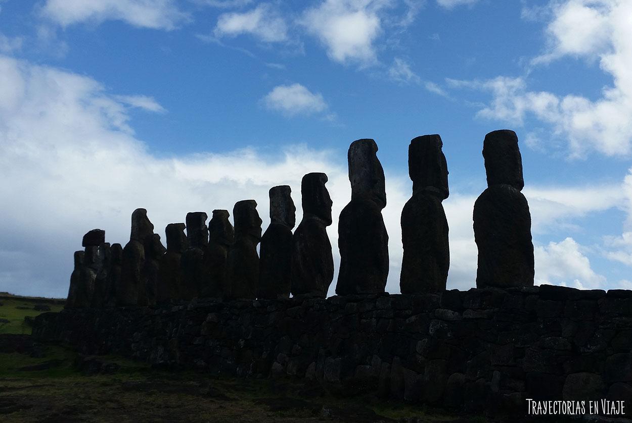 Moais de espalda - Imágenes de Isla de Pascua
