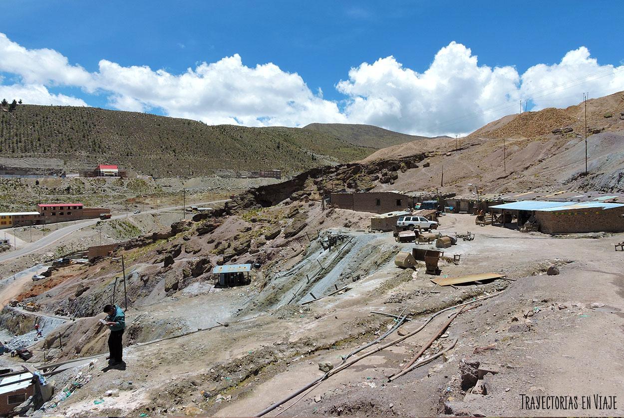 En las afueras de las minas de Potosí