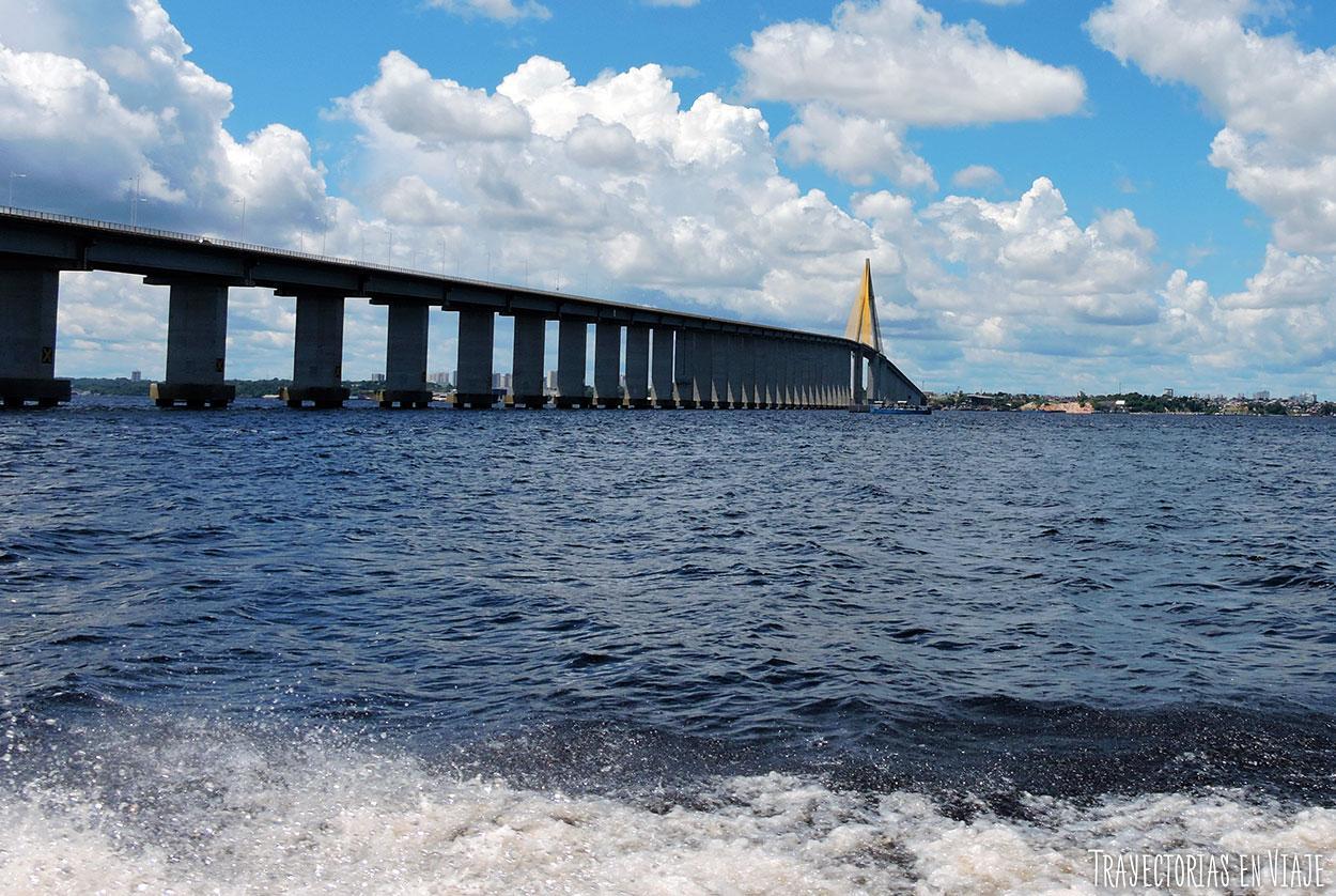 Un puente en medio de la Amazonía brasileña.