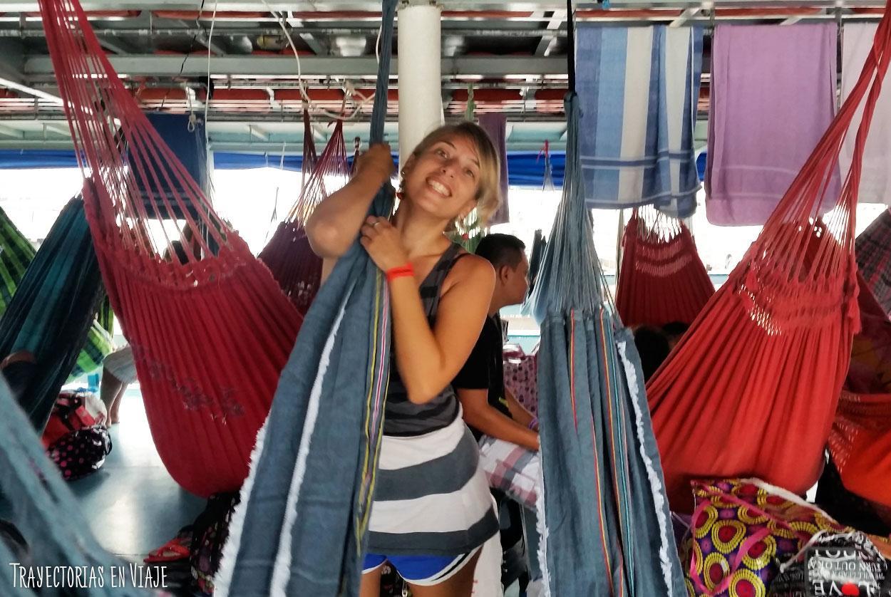 Cara de viaje en barco por el Amazonas