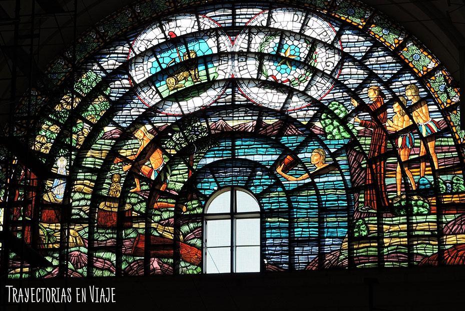 Vitral principal de la basílica de Caacupé Paraguay