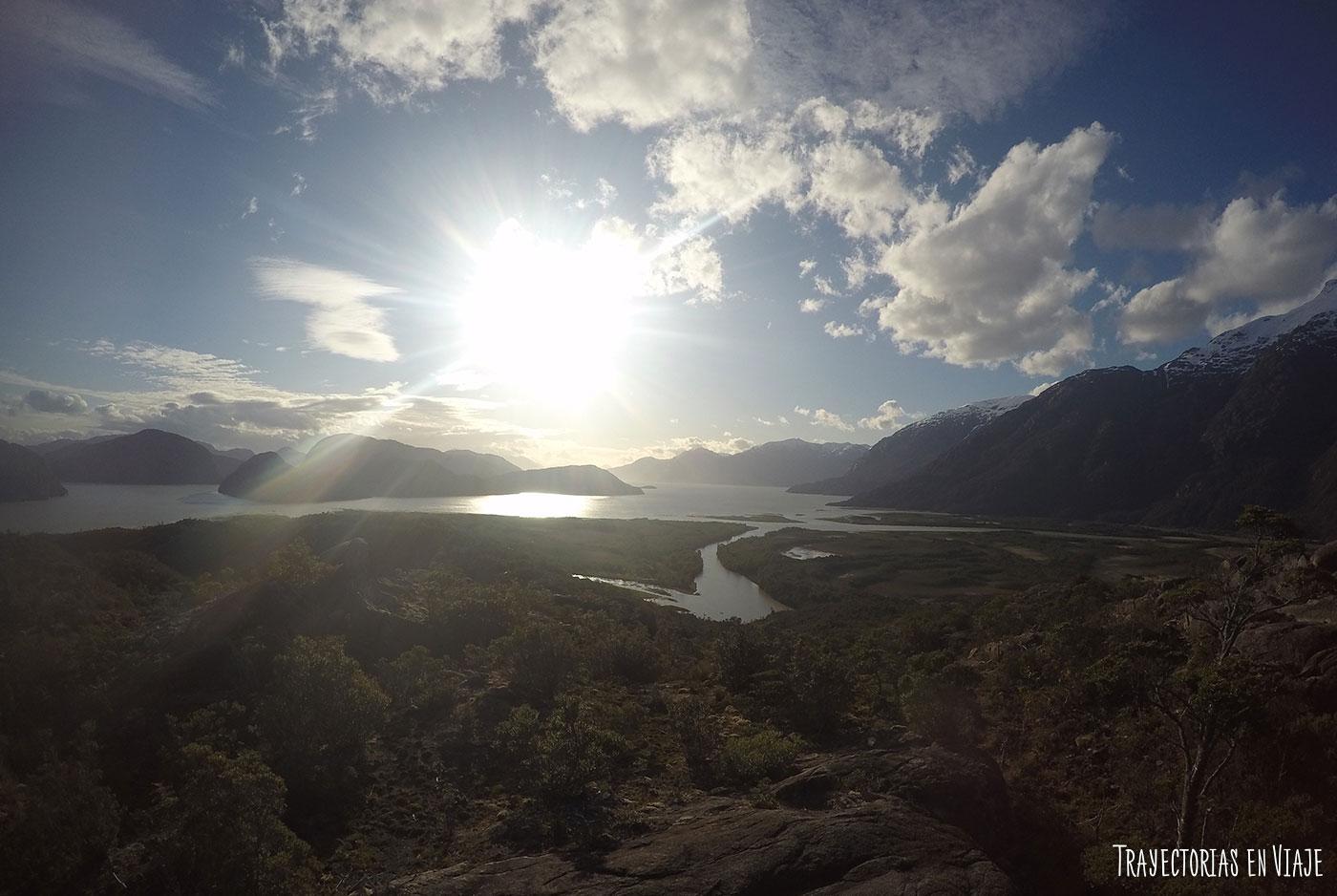 Vista desde un cerro en Caleta Tortel