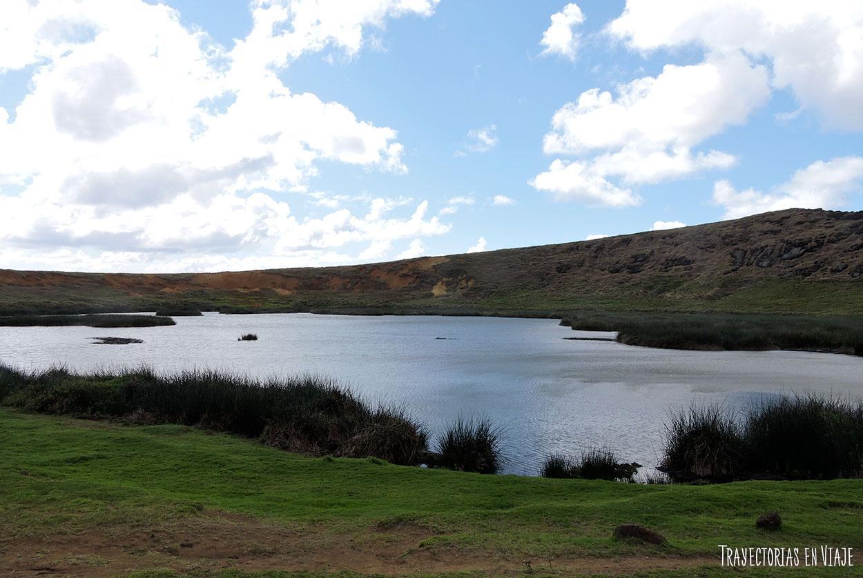 Laguna en Ranu Raraku - Isla de Pascua
