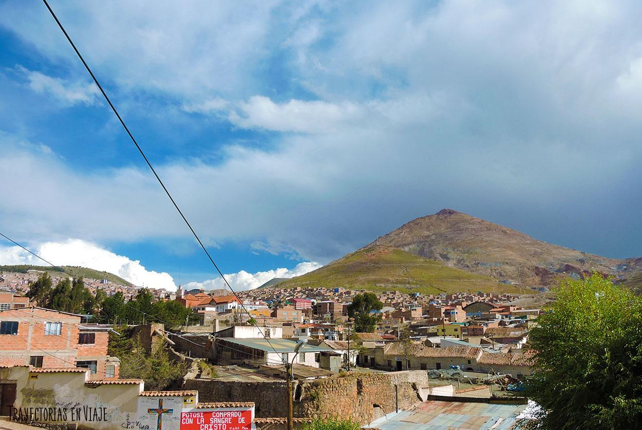 El Cerro Rico alberga a las famosas minas de Potosí