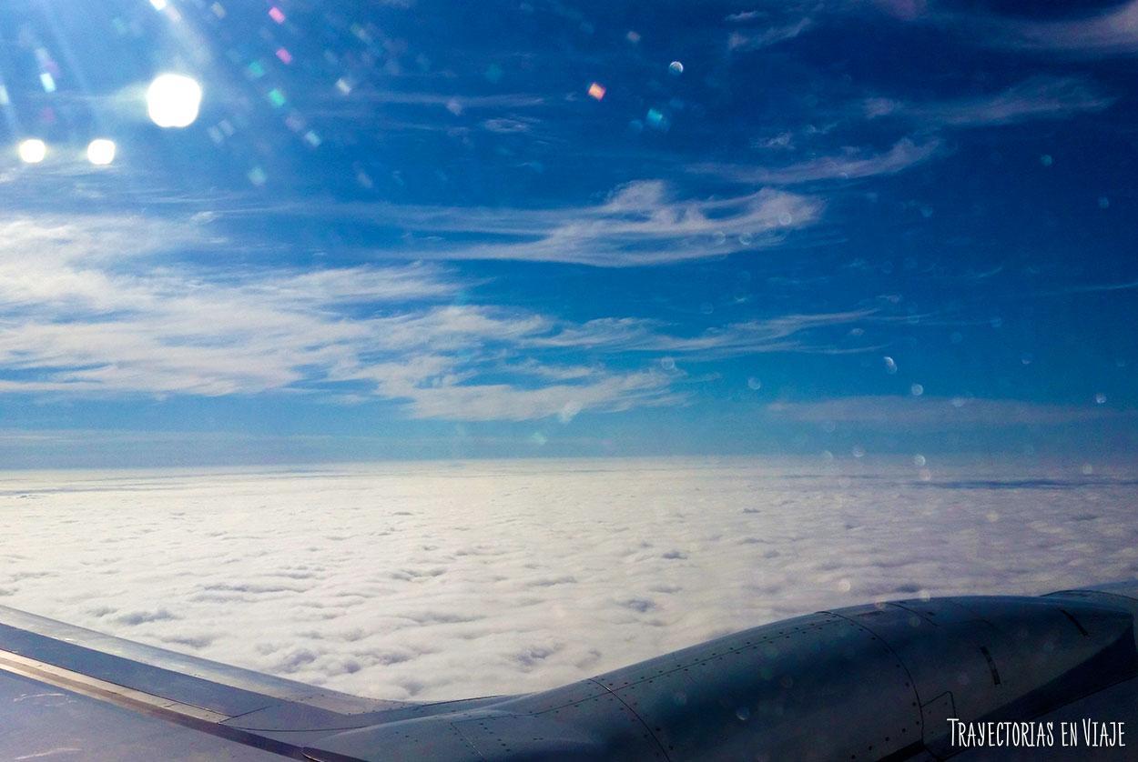 A pesar de mi miedo a los aviones, quería subirme a uno y volar.