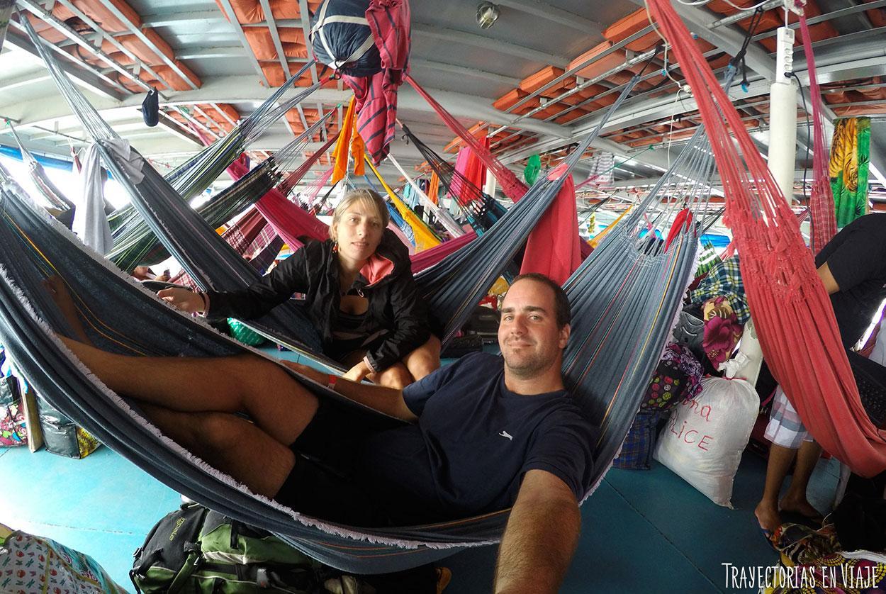La vida en el viaje en barco por el Amazonas