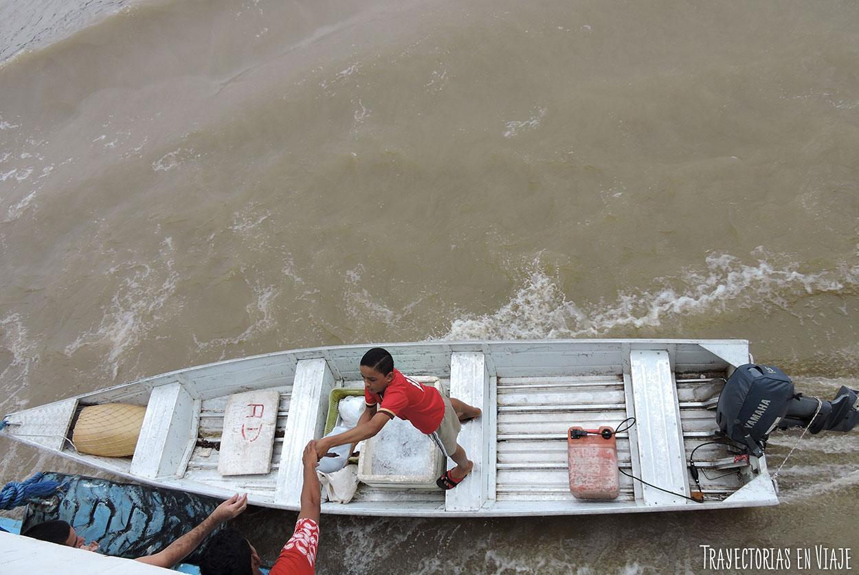 barco por el amazonas