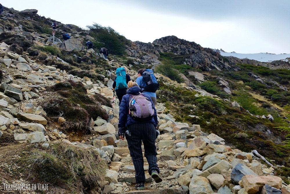 ¿Qué hacer en El Chaltén? Caminar en caminos de piedras.